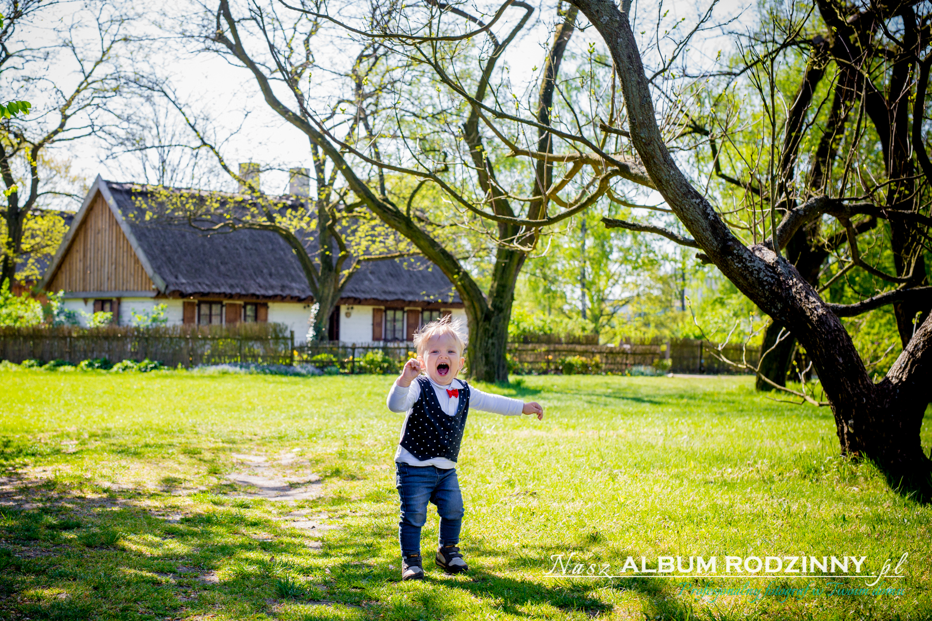 zdjęcia na prezent w plenerze z okazji roczku chłopca